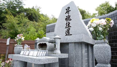 合同火葬をご利用いただいた際に埋葬される合同墓の写真
